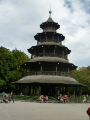 A Londoner from Afar Goes to Munich1 - The Chinese Tower and Beer Garden
